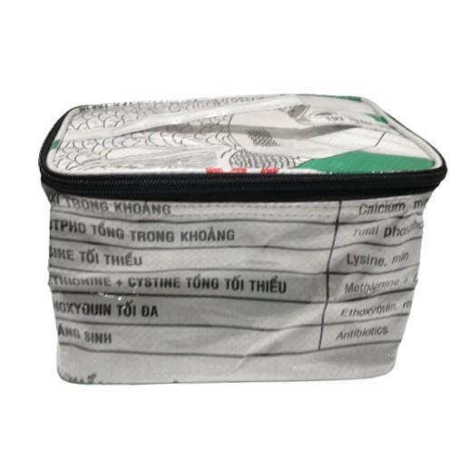 Upcycling - Rechteckige Kosmetiktasche aus Fischfuttersäcke weiss bei bekos.ch