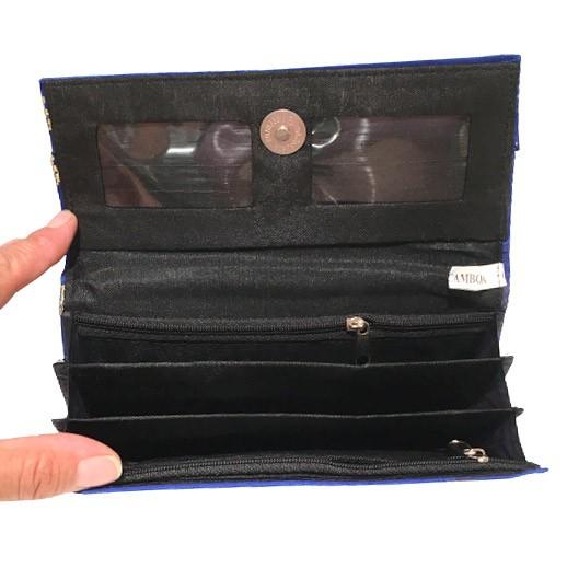 Geldbörse mit bestickter Seide in Blau bei bekos.ch
