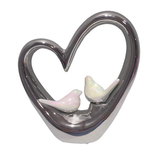 Herz-Skulptur mit zwei weissen Vögeln bei bekos.ch