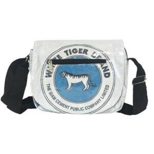 Upcycling - Kleine Umhängetasche aus recycelten Zementsäcke White Tiger bei bekos.ch