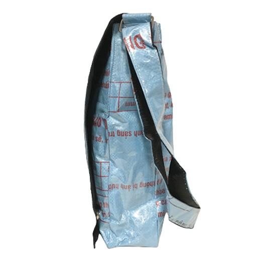 Upcycling - Shopper / Studententasche aus recycelten Fischfuttersäcke blau bei bekos.ch