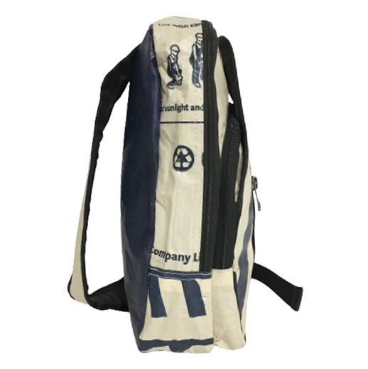 Upcycling - Sling Rucksack medium aus recycelten Zementsäcke Adler bei bekos.ch